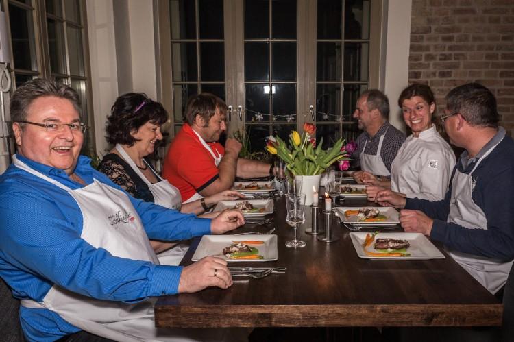 Steffi Metz Gäste am Tisch