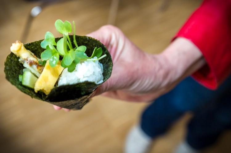 hand roll sushi