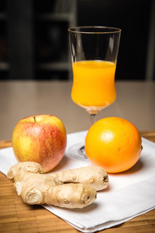 Heißer Apfel-Mango-Orange-Inger-Saft